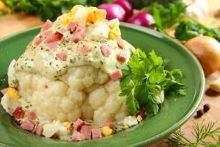 Főtt karfiol sonkás, tojásos fehér mártással