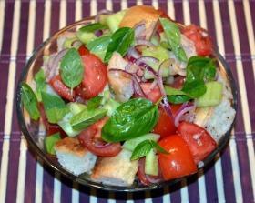 Panzanella (Toszkán paradicsom és kenyér saláta)