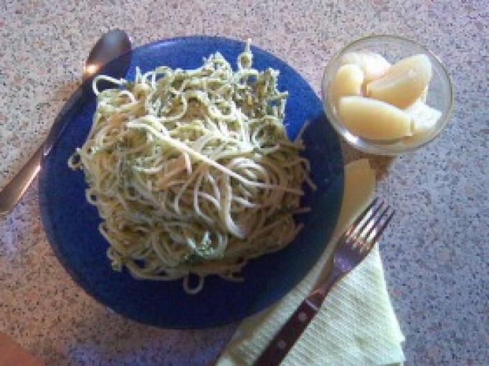 Spenótos-juhtúrós spagetti