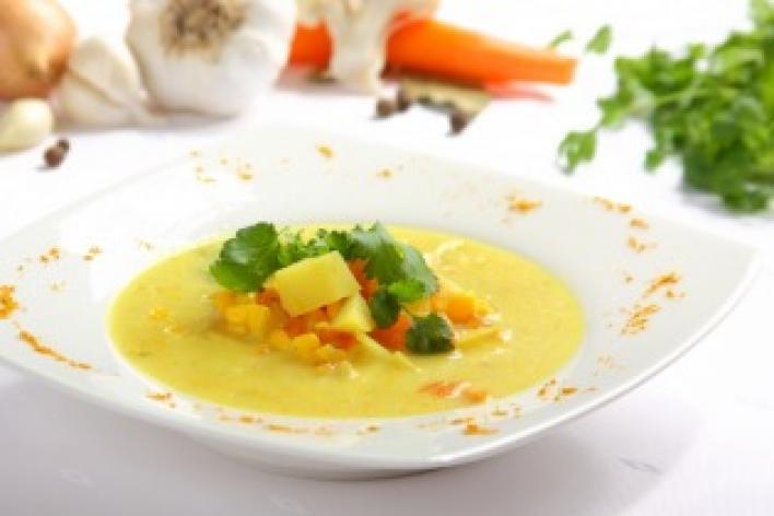Zöldséges-kukoricás leves curryvel