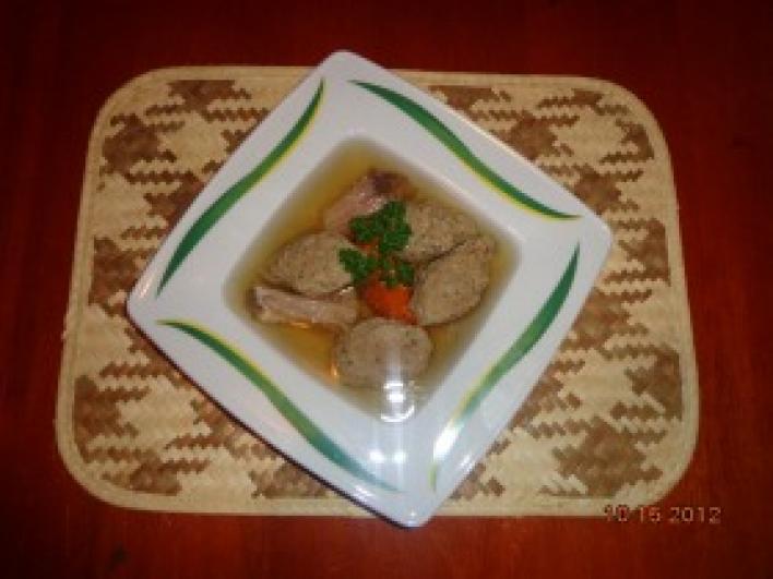 Háromhúsos leves házi májgombóccal