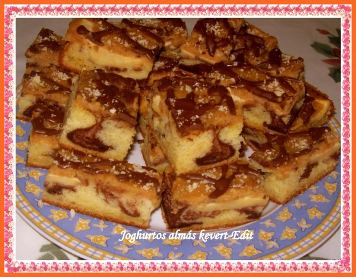 Joghurtos, almás kevert sütemény