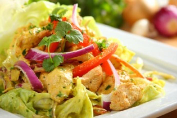 Curry-s csirkesaláta