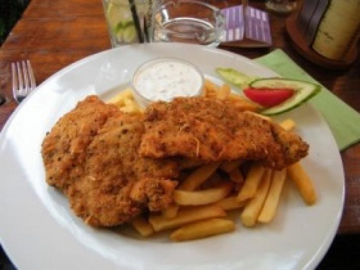 Csirkemell zöldfűszeres bundában, snidling mártással