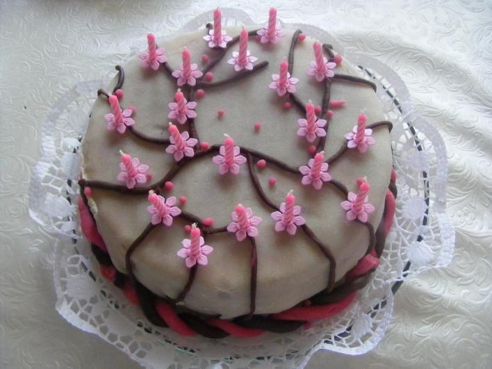 Születésnapi puncs torta marcipánnal