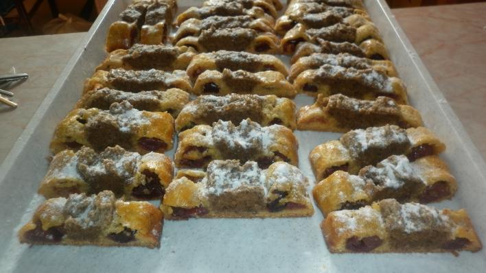 Diós-meggyes süti