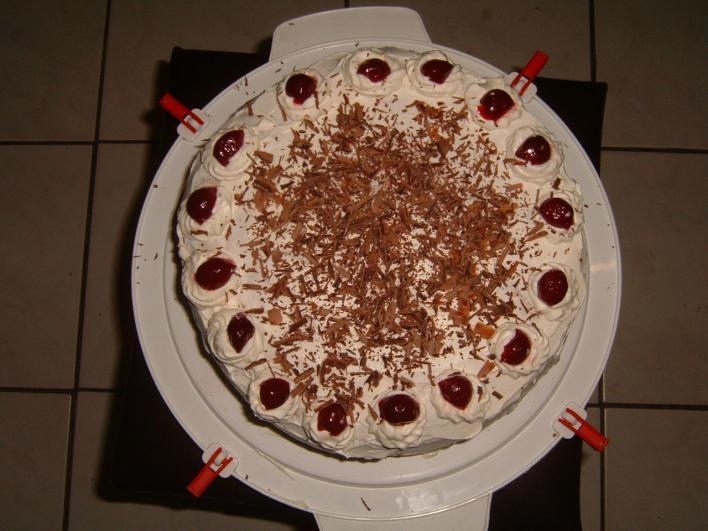 Meggyes, tejszínes torta