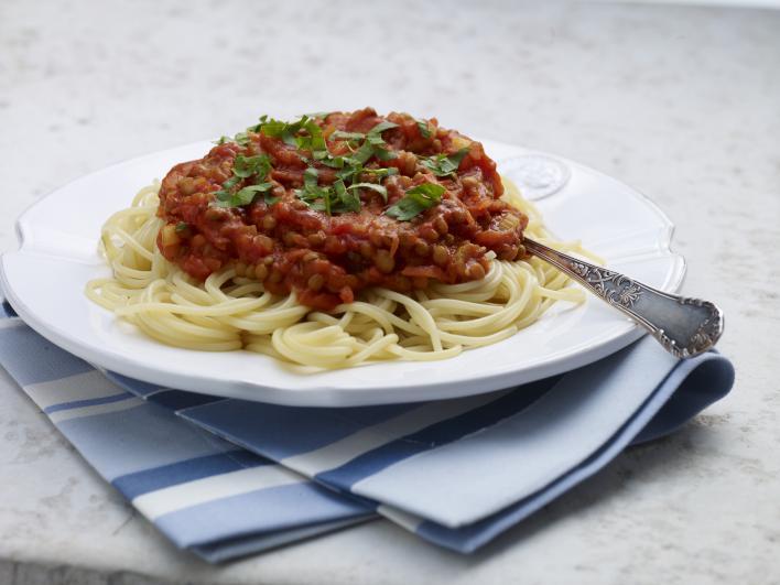 Zöldfűszeres bolognai lencseragu spagettivel