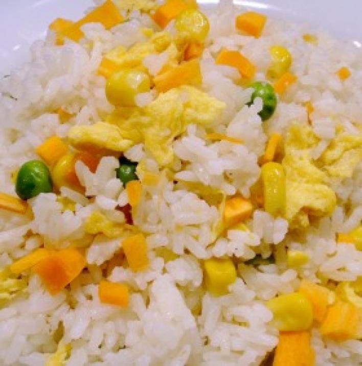 Zöldséges tojásos rizs