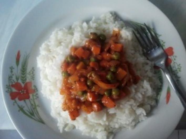 Zöldségpörkölt rizzsel