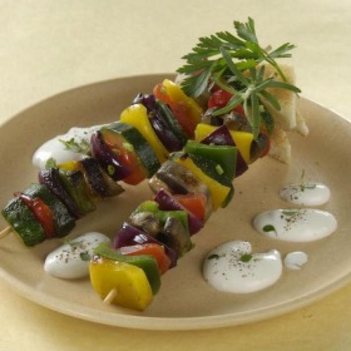 Roston sült zöldségnyárs majonézes krémsajtos mártogatóssal