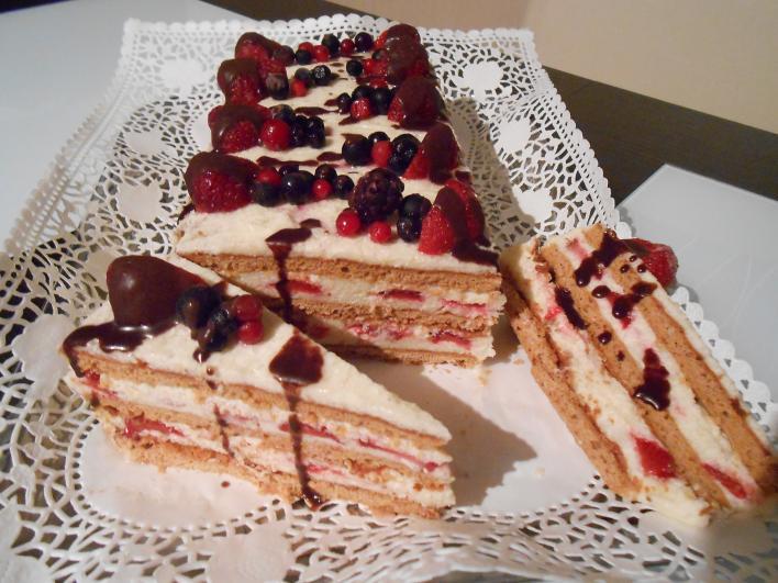 Mézes - grízes - epres torta
