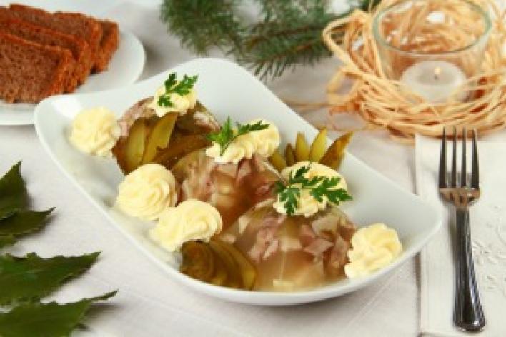 Kocsonya savanyú uborkával és majonézzel