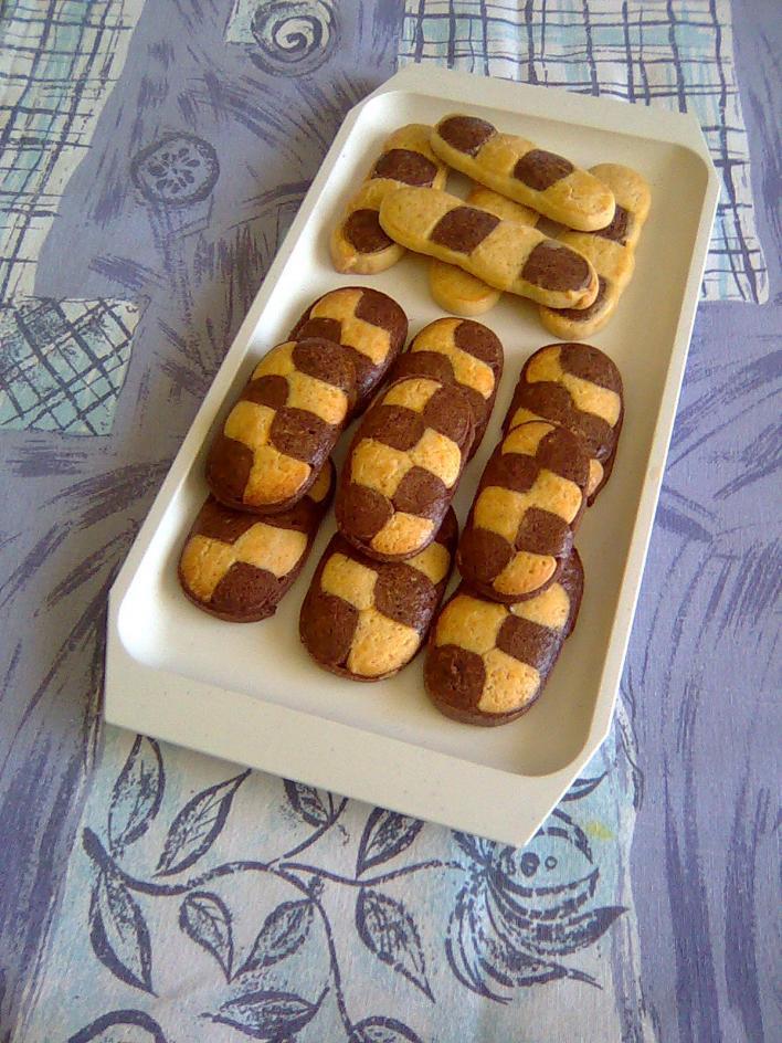 Kétszínű keksz