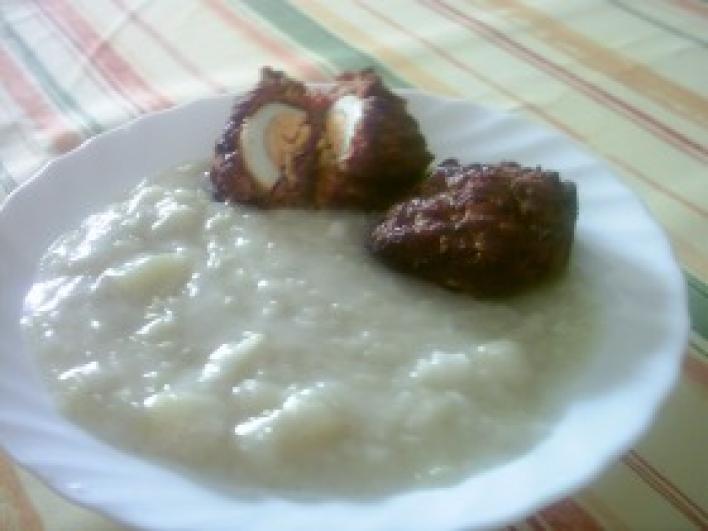 Kelkáposzta főzelék, tojással töltött  fasírozott pogácsával