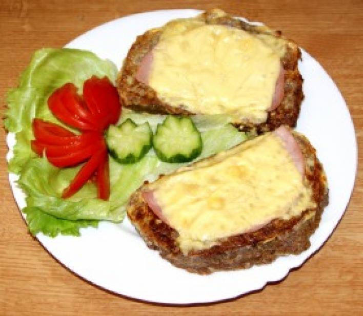 Sonkás-sajtos grillezett bundás kenyér