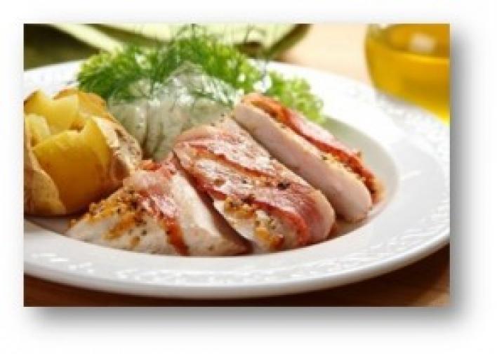 Baconbe tekert serpenyős csirkemell