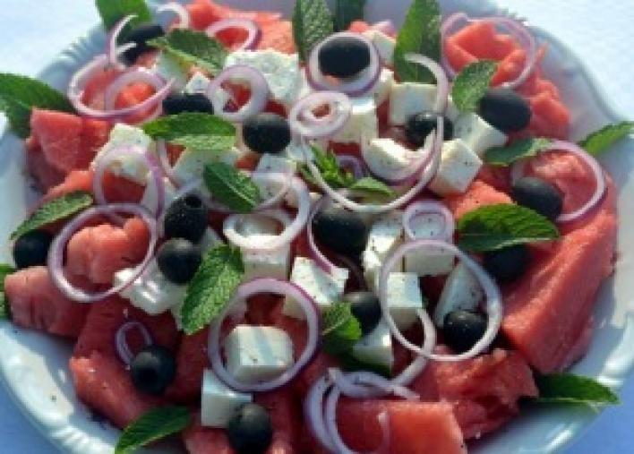 Görögdinnye saláta feta sajttal és mentával