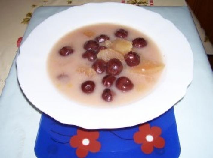Almás-meggyes gyümölcsleves