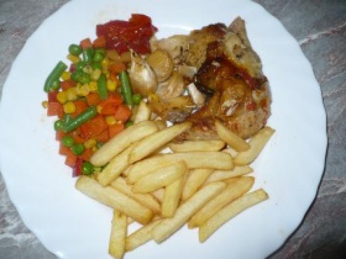 40 gerezdes csirke vegyes körettel