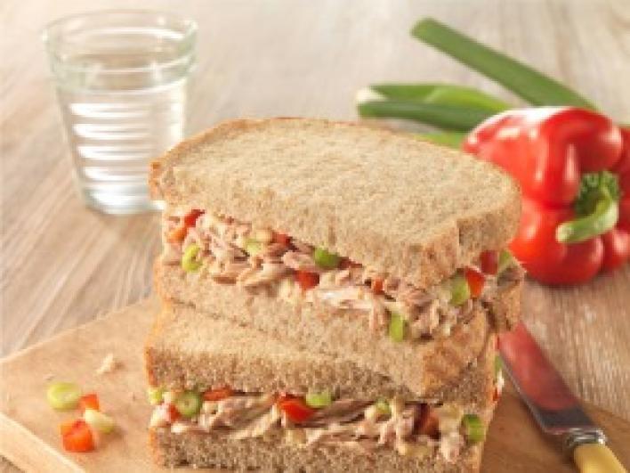 Chilis, paprikás tonhal szendvics