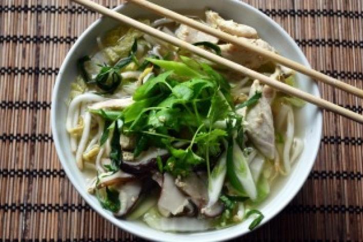 Kínai tésztaleves csirkehússal