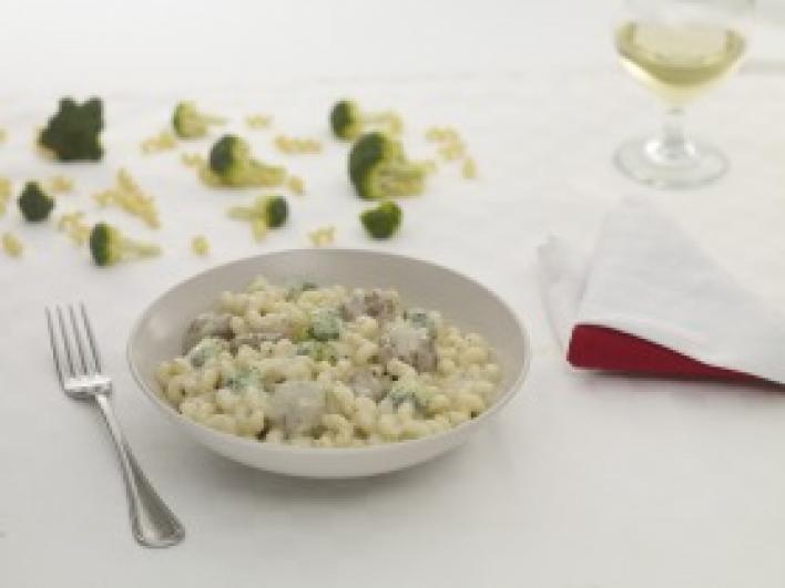 Sajtos húsgombócok brokkolis carbonara mártásban