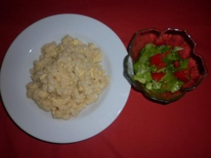Tojásos nokedli, ecetes salátával