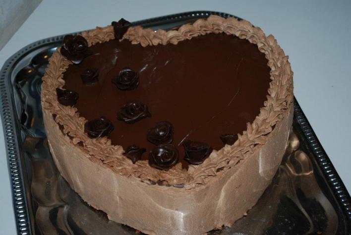 Tejszínes csokiszívtorta