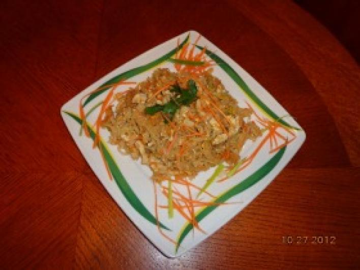 Thai tészta zöldségekkel és csirkehússal
