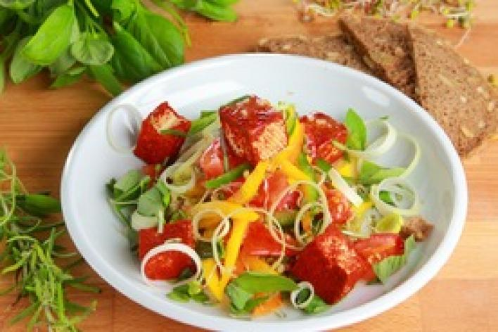 Paprikás saláta tofuval