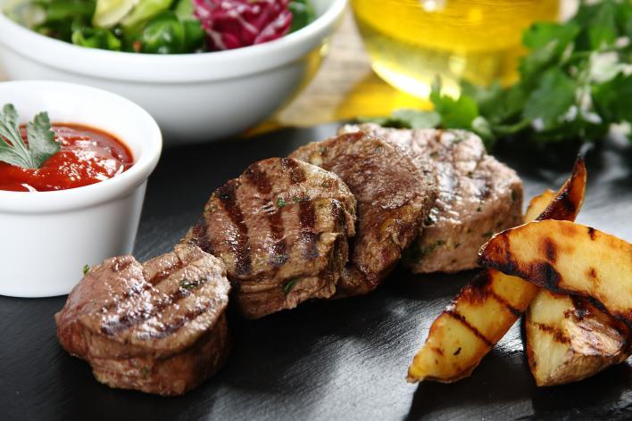 Zöldfűszeres, citromos bélszín steak