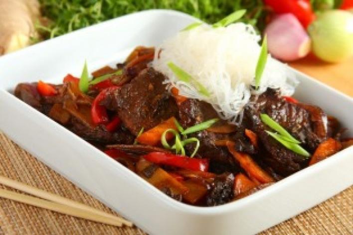 Kínai zöldséges marhahús üvegtésztával