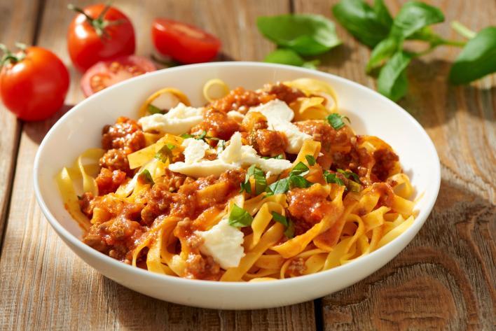 Tagliatelle bolognai szósszal és mozzarellával