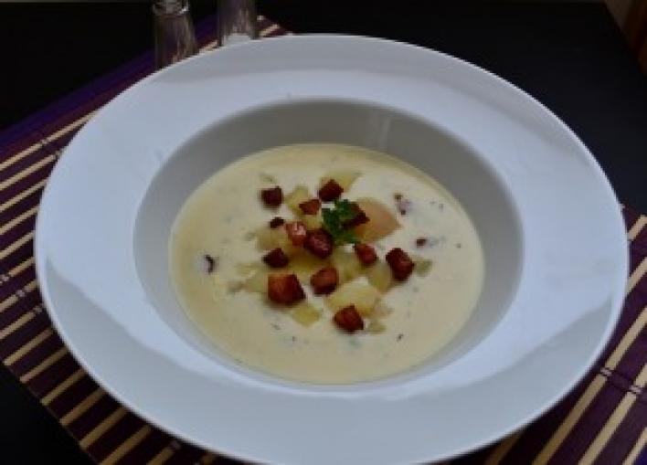 Sajtkrémleves krumplival, brokkolival és pirított húsos szalonnával