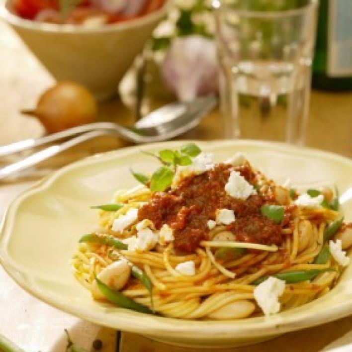 Spagetti babbal és feta sajttal