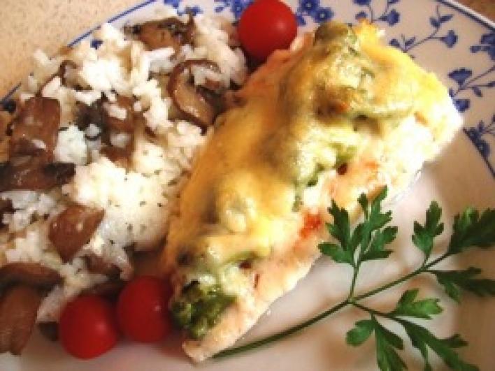 Répás-brokkolis csirkemell sajtos szósz alatt sütve