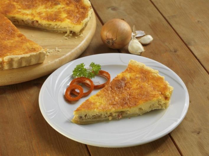 Szalonnás- fokhagymás sajtos pite