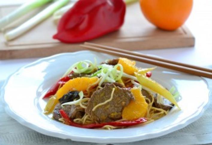 Kínai pirított marha naranccsal és zöldségekkel