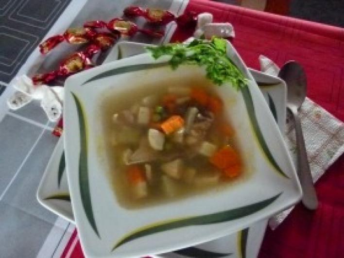 Nagyi gezemice levese pulykaaprólékból, borsóval