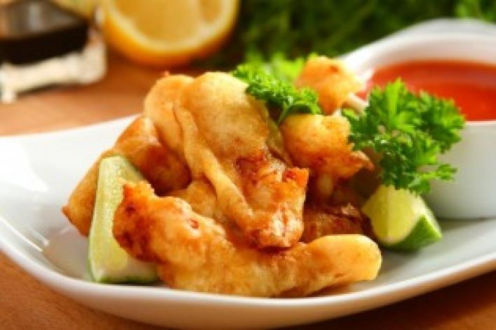 Tengeri hal ropogós bundában, édes-savanyú, narancsos mártogatóssal