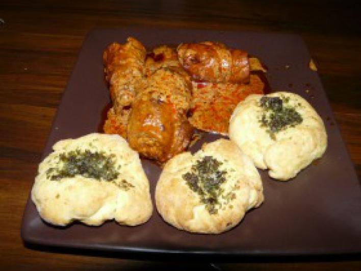 Kapros hús, fokhagymás kenyérkékkel