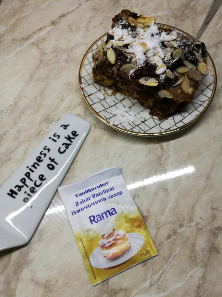 Laktózmentes könnyű almot hozó meggyes pitém