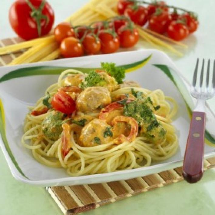 Paprikás, brokkolis spagetti húsgolyókkal