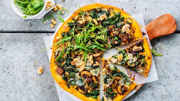 Édesburgonya pizza spenóttal és gorgonzolával