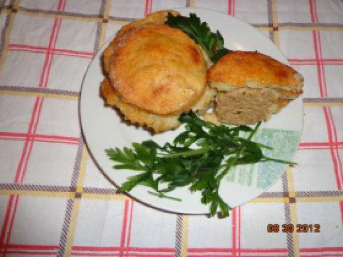 Húsos kosárka burgonyás tésztában