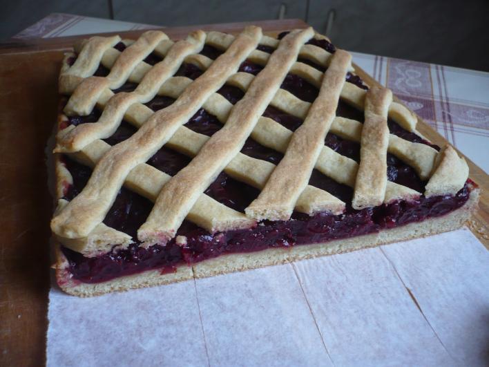 Rácsos cseresznyés-meggyes torta