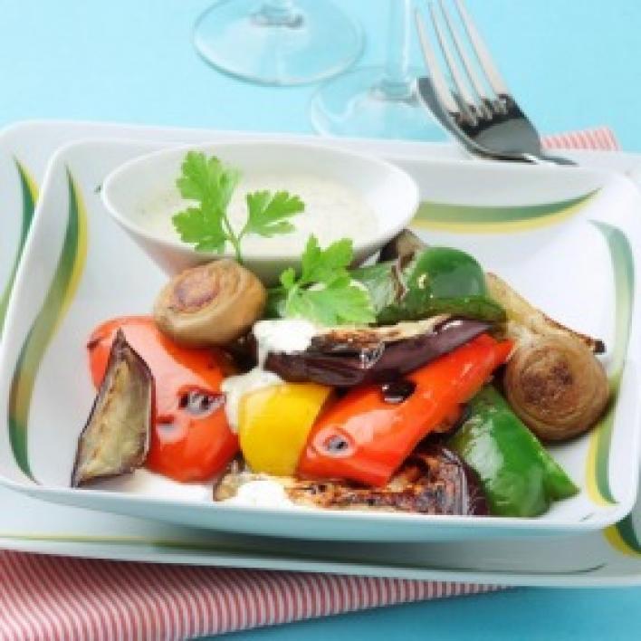 Grillezett zöldségek fokhagymás petrezselymes majonézzel