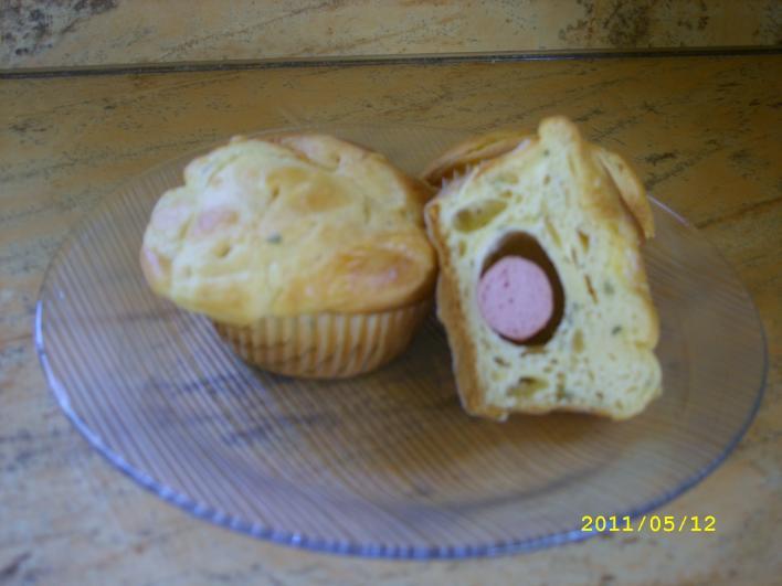 Sajtkrémes virslis muffin