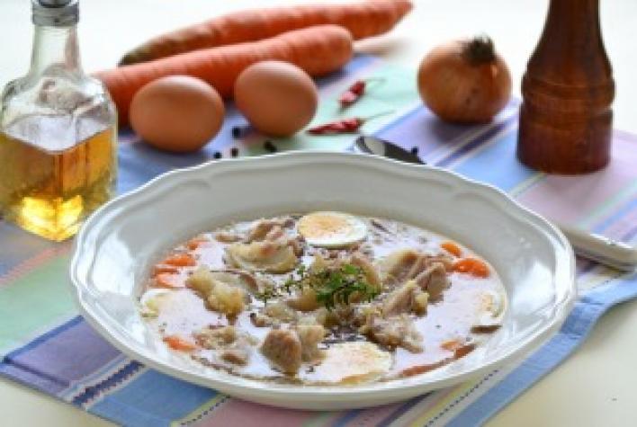 Kocsonya füstölt hússal, zöldségekkel és tojással